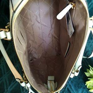 Michael Kors Bags - ⭐️Michael Kors Ciara Lg Tote Leather Cross Body